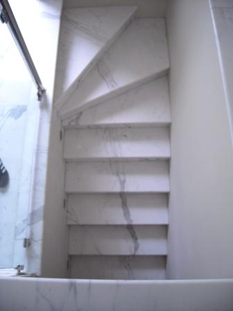 escalier en marbre Arabescato