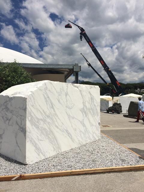 visite d 39 une carri re de carrare par l 39 quipe de la marbrerie proven ale marbrerie proven ale. Black Bedroom Furniture Sets. Home Design Ideas